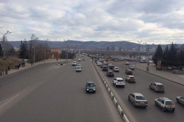 В Красноярске ремонтируют 24 дорожных объекта.