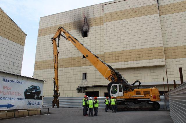 В Кемерове начались работы по демонтажу здания сгоревшей «Зимней Вишни».
