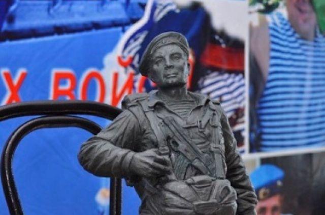 Эскиз будущего памятника подготовлен скульптором Евгением Ставским.