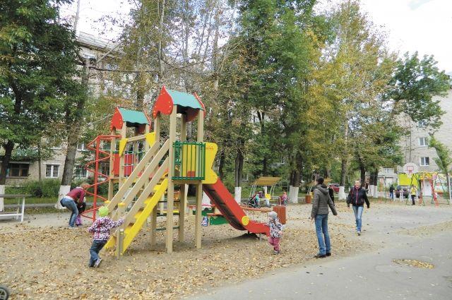 Специалисты Госжилинспекции нашли 116 нарушений детских площадках.