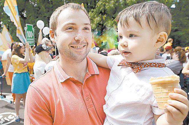 Праздник мороженого - старейший официальный московский праздник. Наесться пломбира досыта могут взрослые и дети.