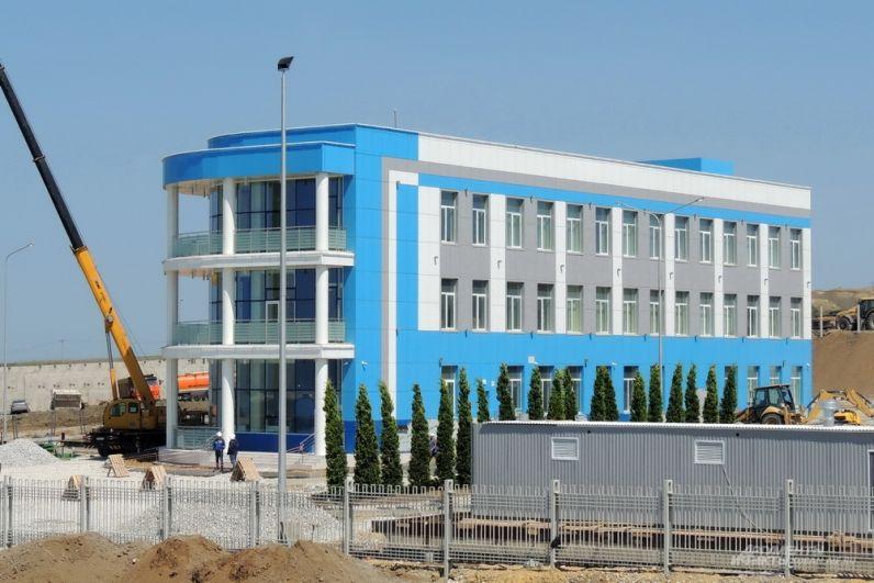 Здание эксплуатационной базы Крымского моста. 26 апреля 2018 года.