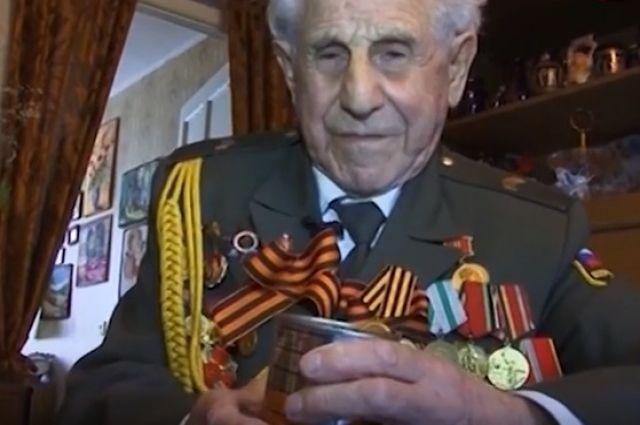 В Новочеркасске власти подарили ветеранам армейские пайки, срок годности которых истекает меньше чем через месяц - 14 июня 2018 года.