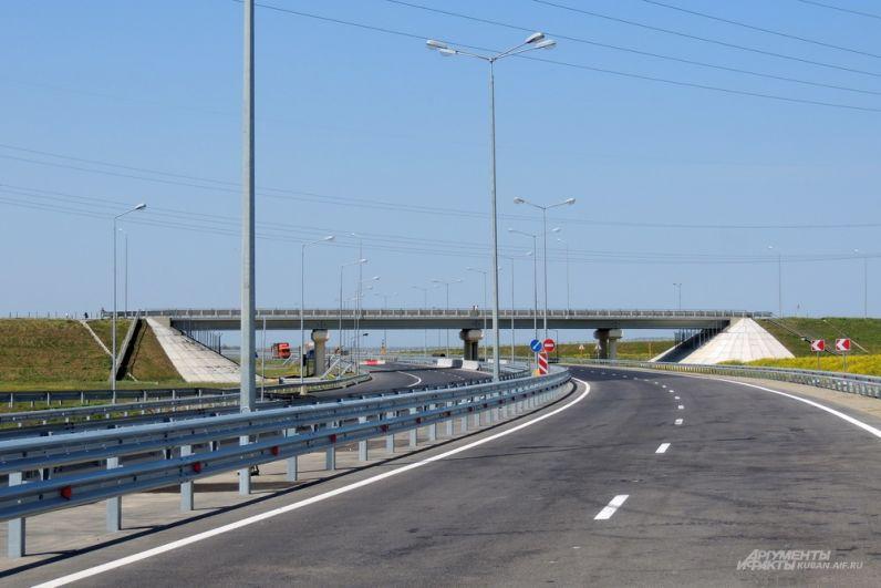 Нулевой километр автодорожного подхода к Крымскому мосту со стороны Краснодарского края. 26 апреля 2018 года.