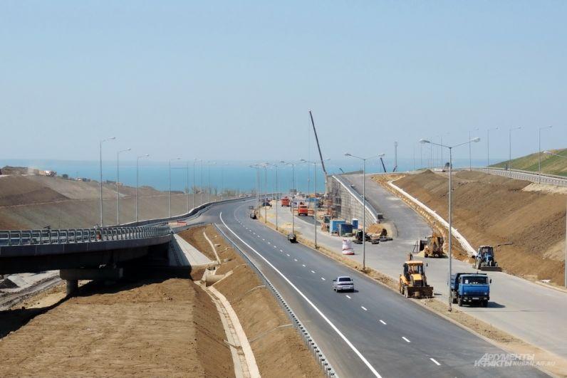 Одна из развязок автодорожного подхода к Крымскому мосту. 26 апреля 2018 года.