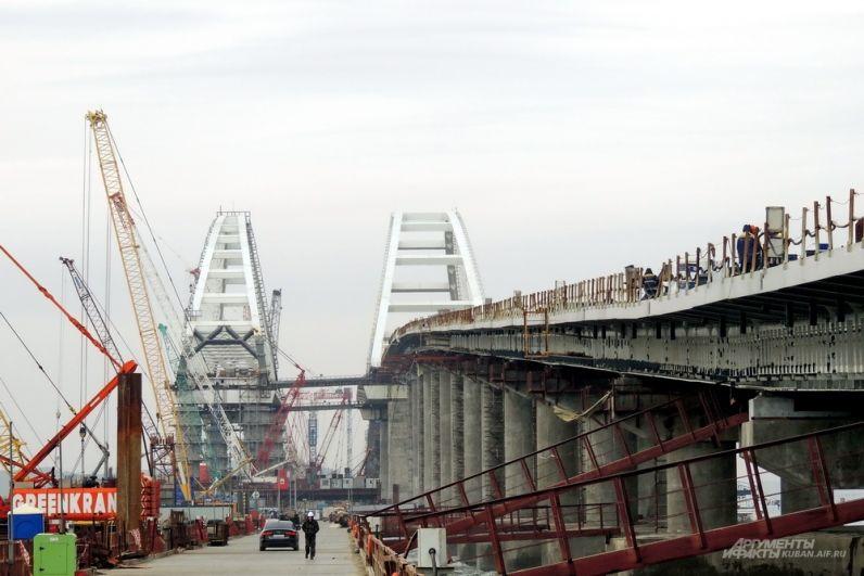 Вид на стройку с технологического моста. 23 марта 2018 года.