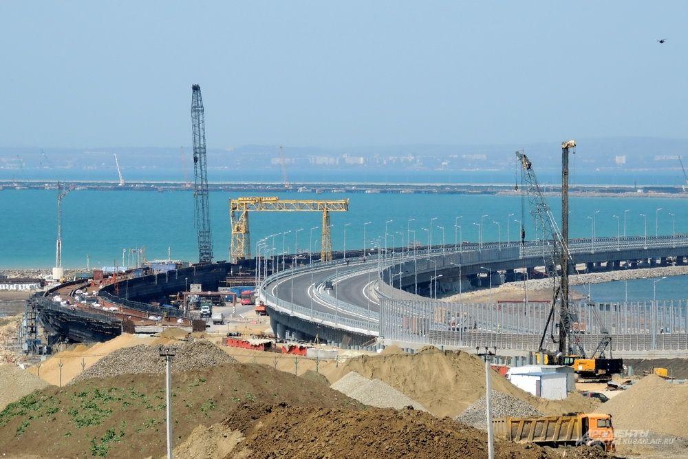 Начало Крымского моста. 26 апреля 2018 года.