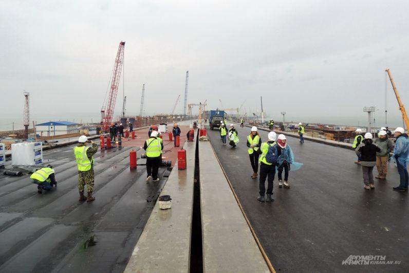 Тот же самый пилотный участок моста на острове Тузла. 4 декабря 2017 года.