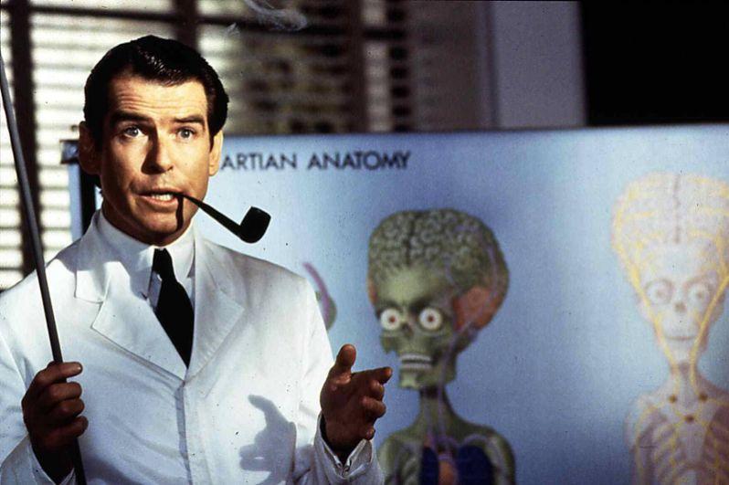 Актер стал получать множество приглашений сняться в других лентах. В 1996 году он сыграл профессора Дональда Кесслера в фантастическом фильме Тима Бертона «Марс атакует!».