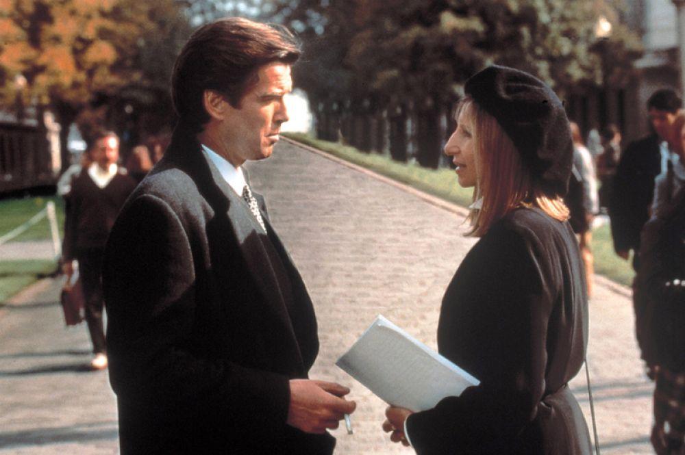 Затем последовала роль в романтической мелодраме «У зеркала два лица» (1996), где Броснан снялся вместе с Барброй Стрейзанд.