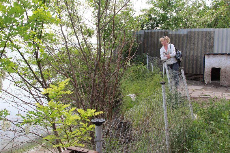 На сегодняшний день всего восемь семей из опасной зоны добились компенсации за утерю жилья.