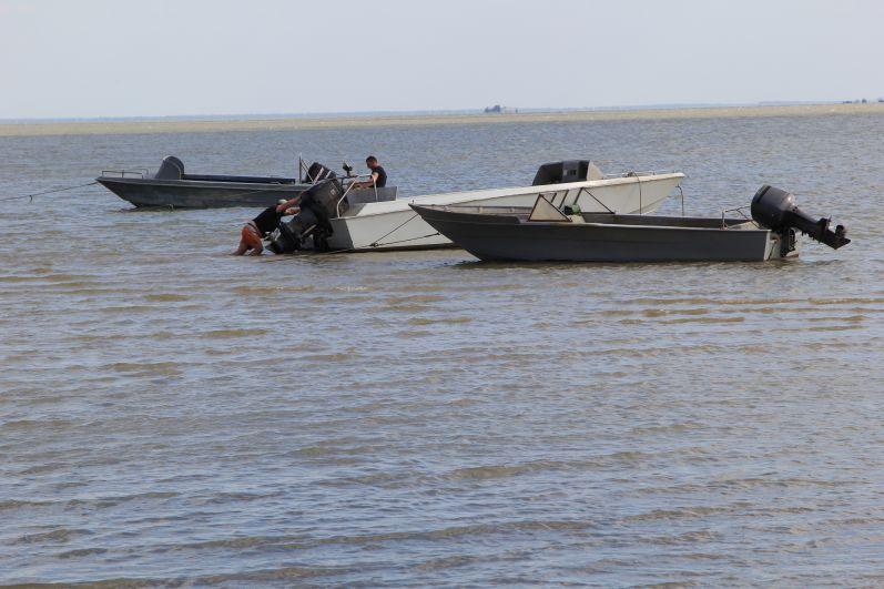 В день нашего посещения море было ласковым, что позволило рыбакам выйти в море.