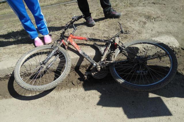 Водитель за рулем полицейской Газели должен был предоставить велосипедисту преимущество.