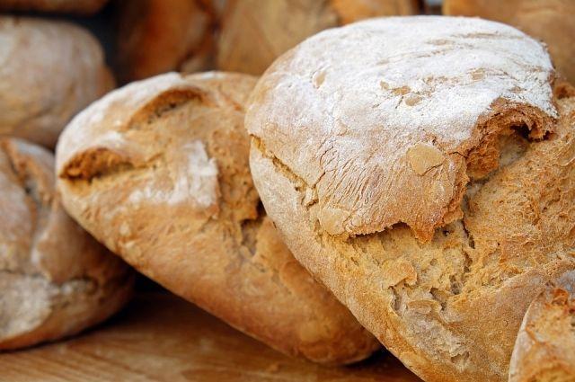 Качественный хлеб не имеет постороннего запаха, его корочка ровная и не бледная.
