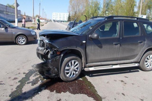 Двое несовершеннолетних пассажиров получили травмы вДТП вСургуте