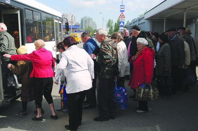 Автобусы на садовых маршрутах всегда заполнены.
