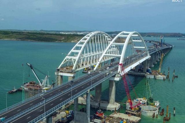 Открыто автомобильное движение по мосту через Керченский пролив