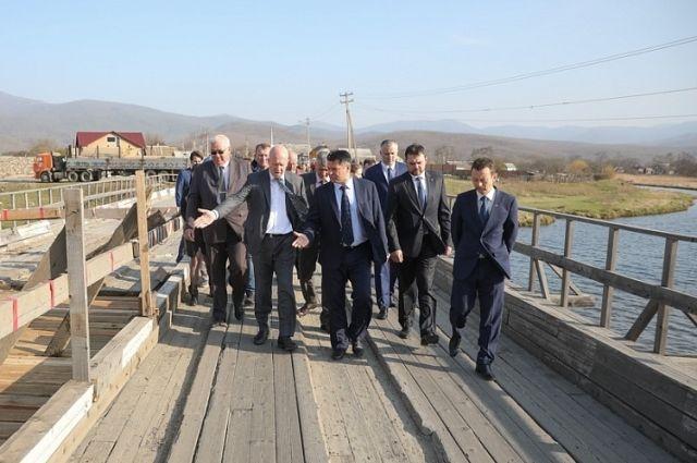 Ремонт моста в Преображении стал одной из важных тем рабочей поездки главы региона.