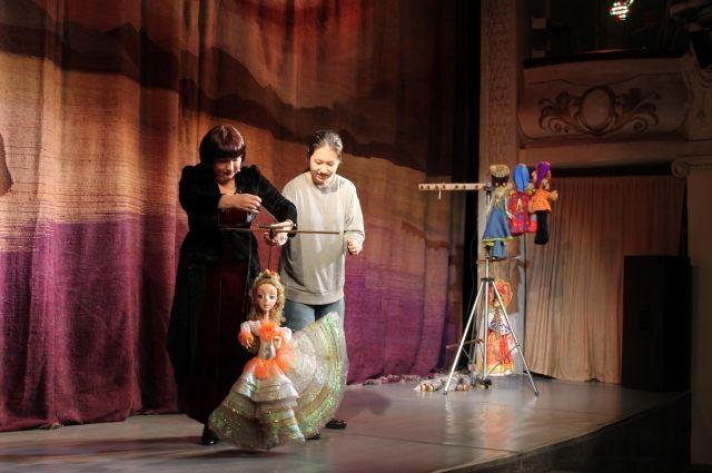 Учить русский язык иностранцам помогают куклы.