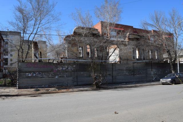 Кто довёл до такого состояния здание по ул. Советской в Кургане?