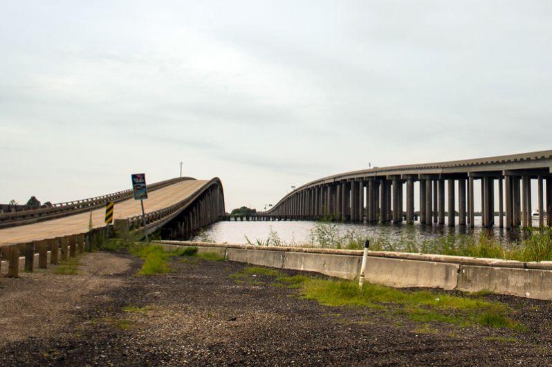 Следующий по длине мост также расположен в Луизиане. Мост через болота Манчак является частью национальной магистрали I-55 и имеет протяженность почти 37 километров.