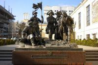 Памятник «Основателям Ростова-на-Дону»: четверо из пяти дворянского звания