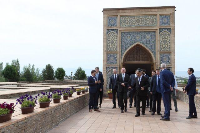 Губернатор Борис Дубровский работает в эти дни в Узбекистане.