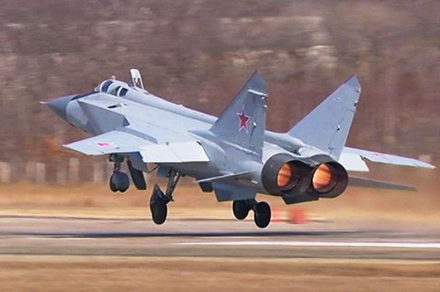МиГ-31БМ способен одновременно поражать шесть и сопровождать до десяти воздушных целей.