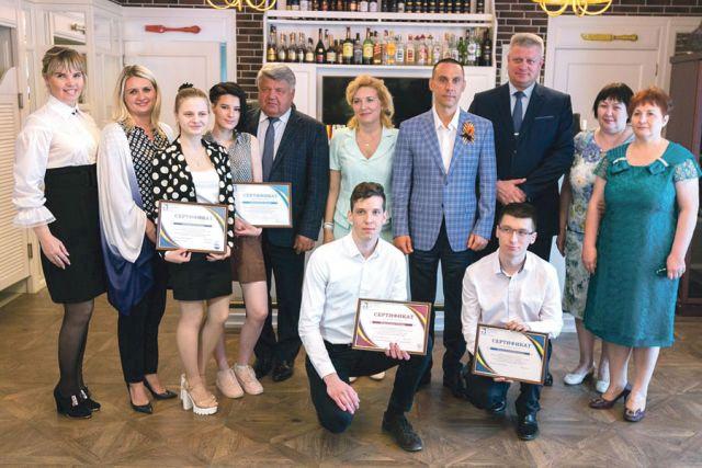 Все победители чемпионата рабочих профессий получили сертификаты профсоюза «Правда».