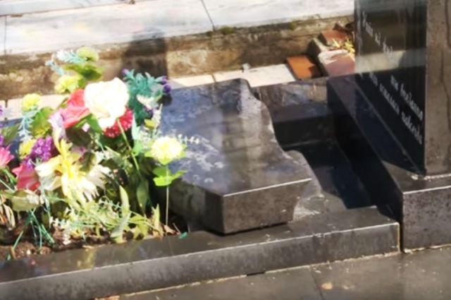 Два памятника полностью уничтожены.