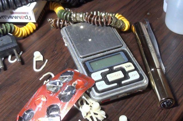 В Светлом задержали подозреваемых в торговле наркотиками.