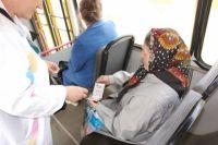 Пожилые люди вынуждены оплачивать проезд.