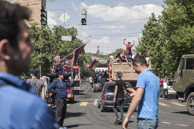 Активисты перекрыли вход в генпрокуратуру Армении