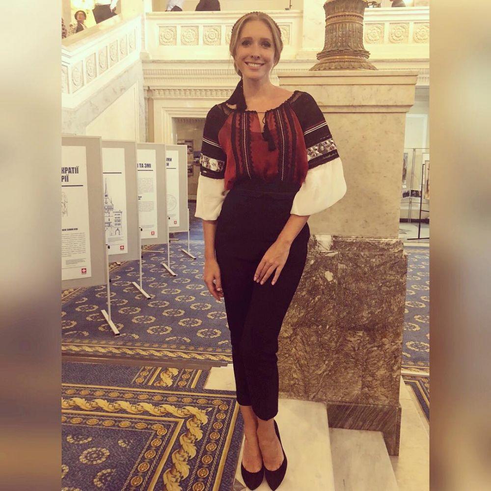 Катя Осадчая в Верховной Раде также присоединились к самым искренним поздравлением украинцев.