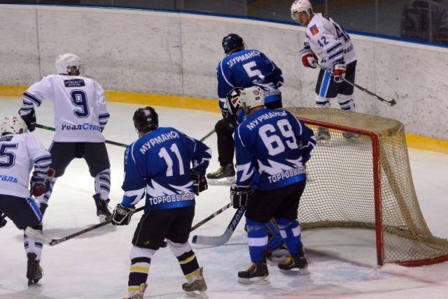 Во втором периоде на льду были уже не робкие спортсмены, а настоящие бойцы.