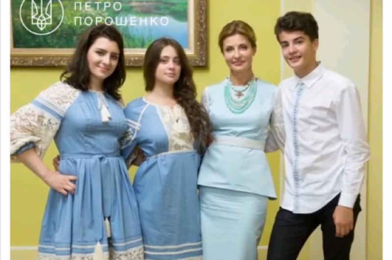 Президент Украины Петр Порошенко вышиванку не надел и ограничился только поздравлением с праздником.