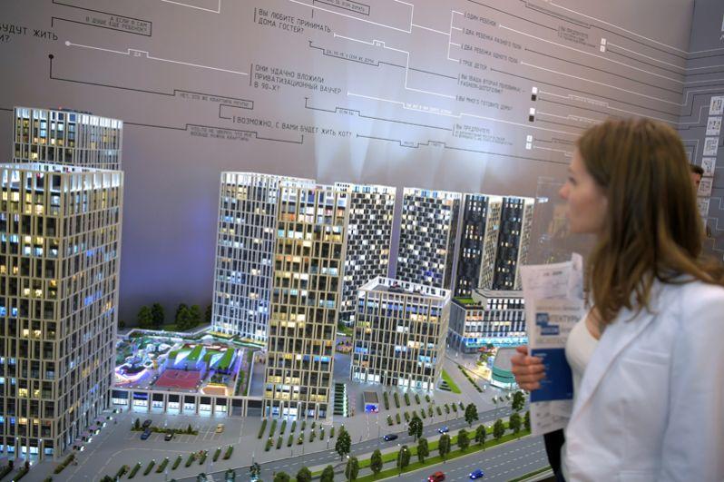 Посетители у стенда AI architects на международной выставке архитектуры и дизайна «Арх Москва».