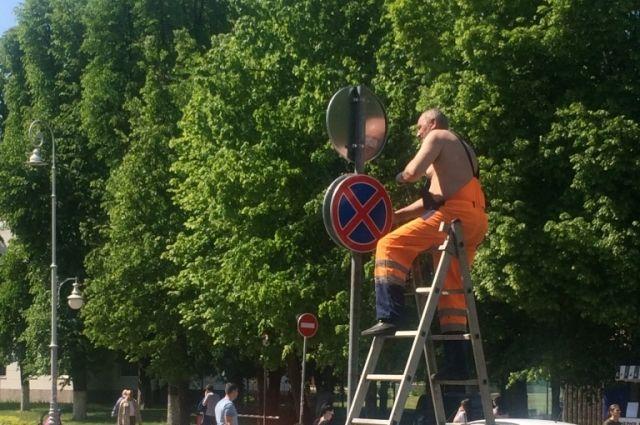 В Калининграде установят около 600 дорожных знаков нового образца.