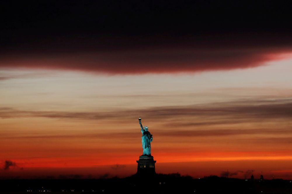 Закат после дождя в Нью-Йорке, США.