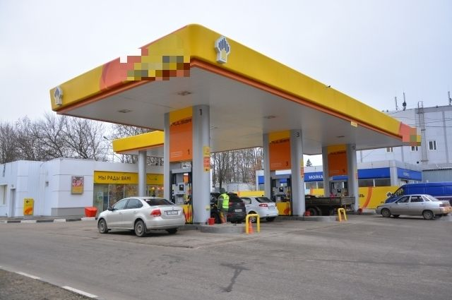 В РФ средняя розничная цена бензина превысила 41 руб.