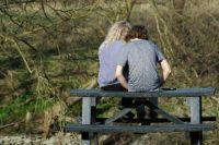 Подросток будет скорее зависать с друзьями, чем учить уроки, если дома его не ждёт ничего, кроме нотация.