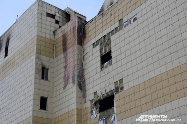 В Кемерове продолжаются работы по сносу здания ТЦ «Зимняя Вишня».