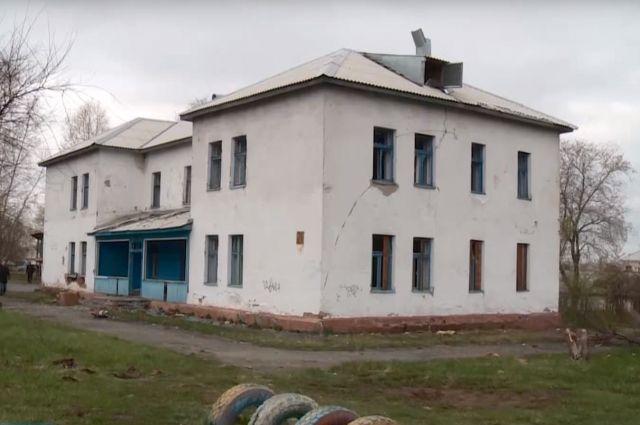 В районе Ягуновский сносят ветхое здание детского сада.
