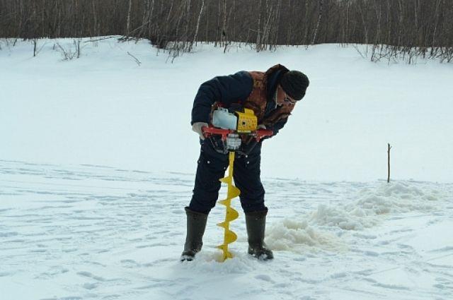 Для ускорения ледохода на реке Надым пробурят шесть тысяч лунок