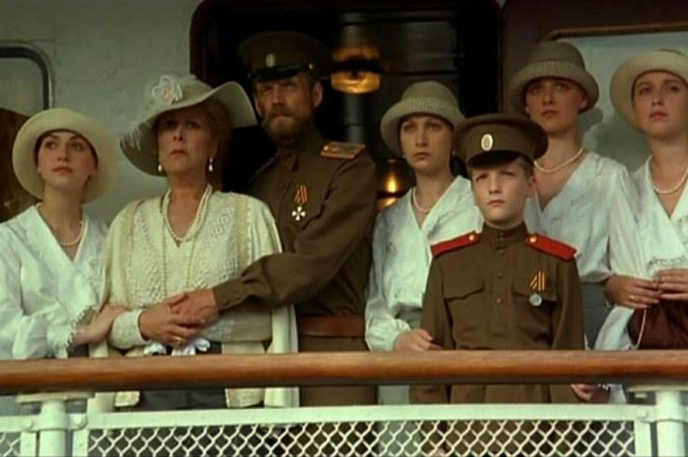 В фильме Глеба Панфилова «Романовы. Венценосная семья» 2000 года царя сыграл Александр Галибин.
