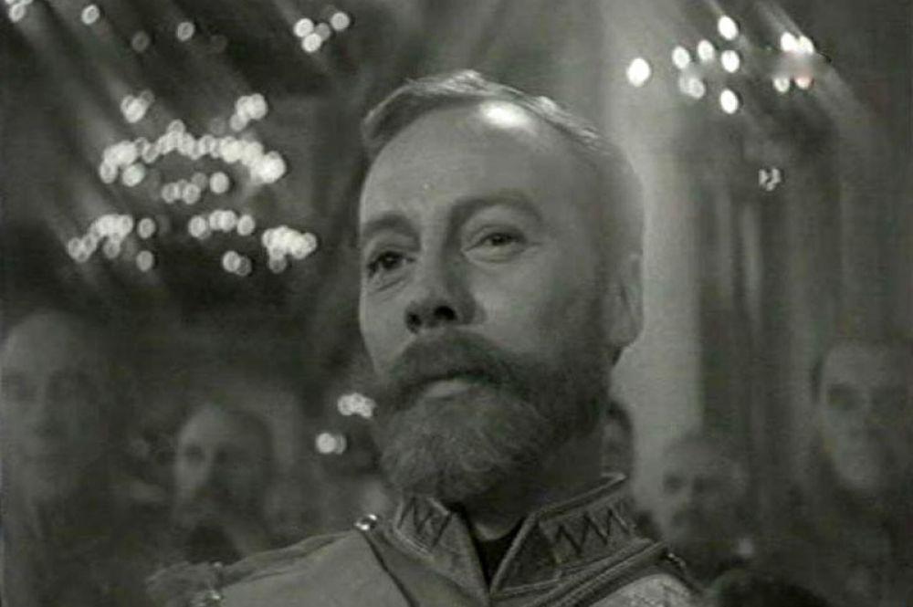 В 1961 году режиссер Леонид Луков снял киноэпопею «Две жизни», роль Николая II в ней исполнил актер Владимир Колчин.