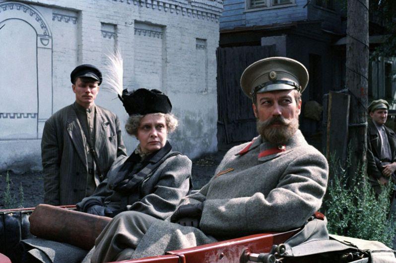 В 1991 году Карен Шахназаров снял мистический триллер «Цареубийца», где роль Николая II блестяще исполнил Олег Янковский.