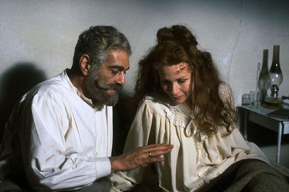Довольно неожиданный образ императора получился в телефильме 1986 года «Анастасия: Загадка Анны». В роли Николая II — египетский актер Омар Шариф.
