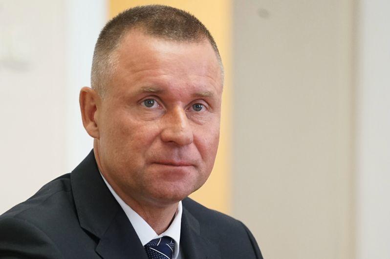 Заместитель директора Федеральной службы безопасности Евгений Зиничев сменил Владимира Пучкова на посту главы МЧС России.