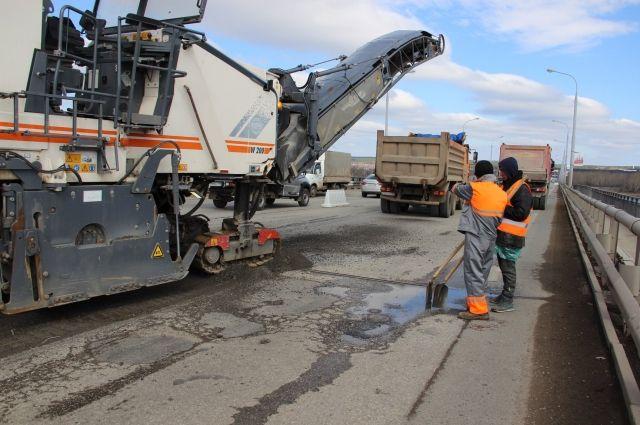 Чиновники обещают, что работы на мосту будут завершены раньше срока.